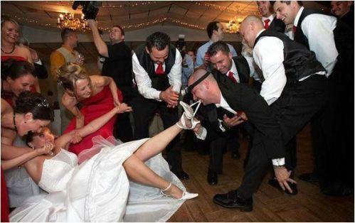 funny-wedding-photos-bride-shoes